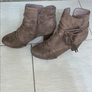 Breckelle's Ankle Booties